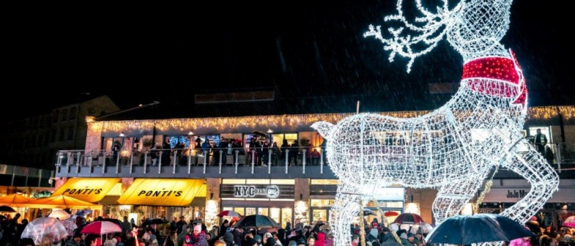 Fox Valley Christmas Lights Switch On