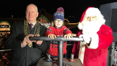 Crowds turn out for Fox Valley's BIG lights Switch On