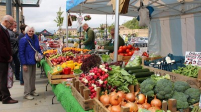 Fox Valley prepares for its monthly Farmers Market!
