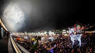 Entertainment line-up announced for Fox Valley's Christmas Lights switch on
